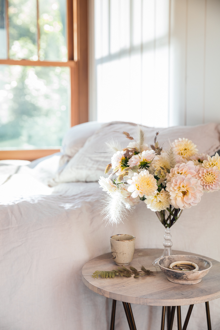 Ariella_Fall_WhiteBedsideDahlias_0020